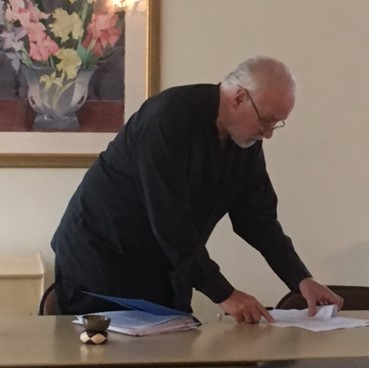 Founder Bob Morris prepares for a session of the timely and well-received After the Election series.